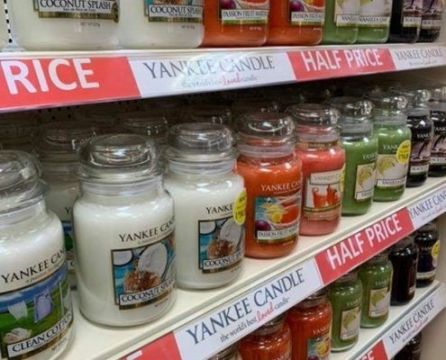 Pop into Cards'n Things and grab one of their HALF PRICE Yankee Candles! A…